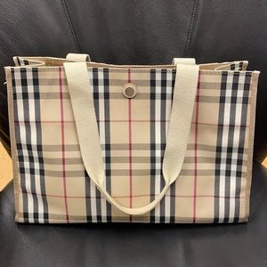 💖Beautiful Authentic Burberry Icon Tote Bag💖